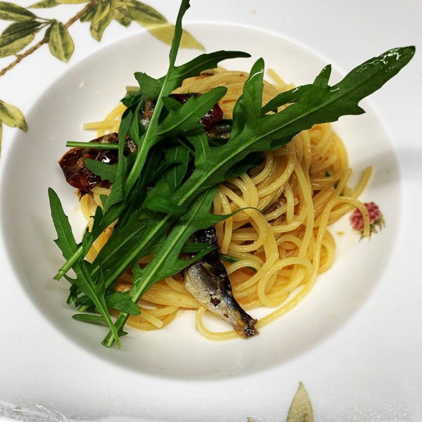 カタクチイワシとセルバチコのスパゲッティ
